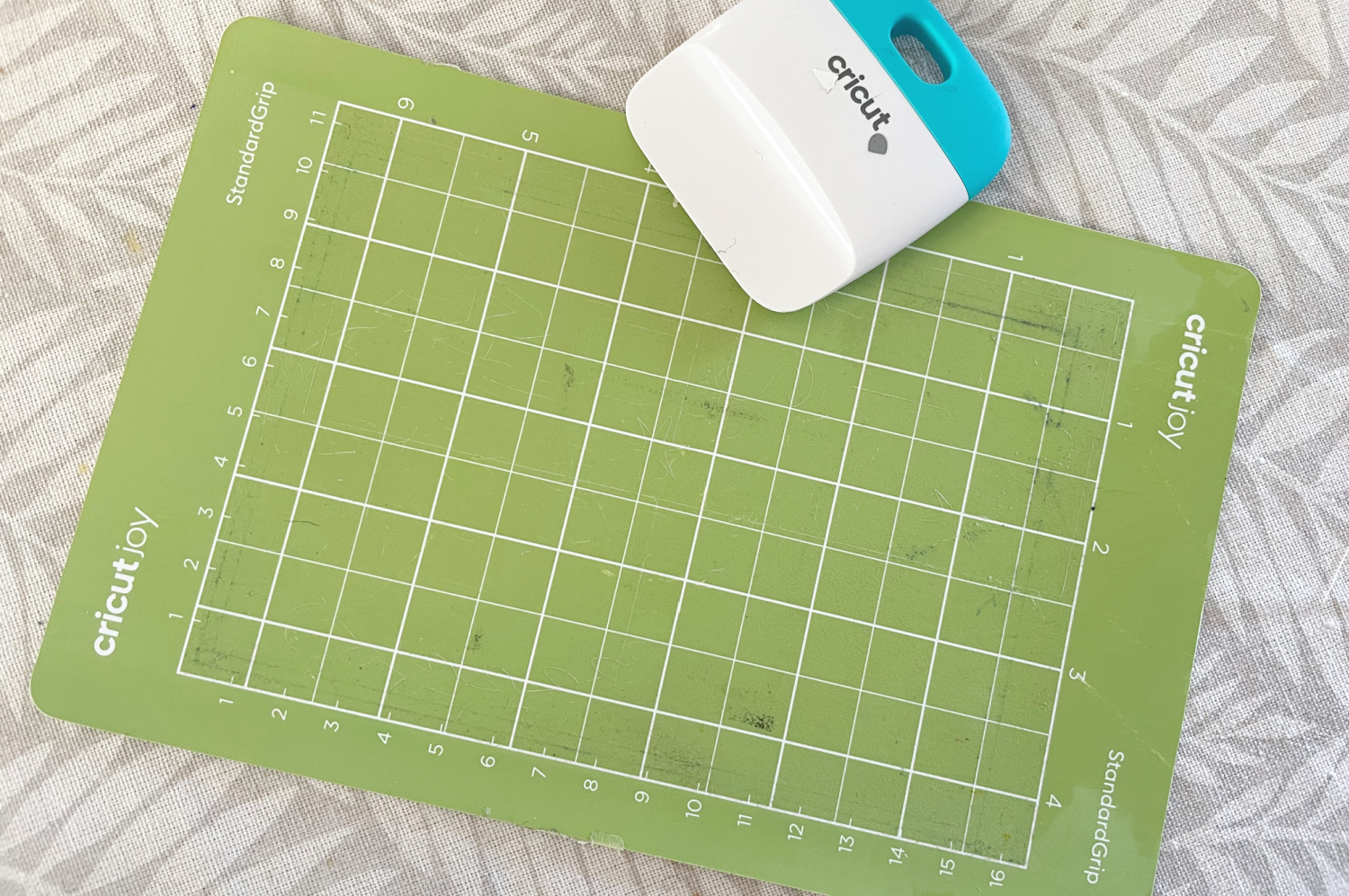 How to clean Cricut mats easily & make them sticky